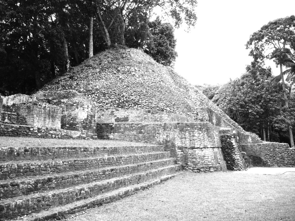 Caracol Temple BW
